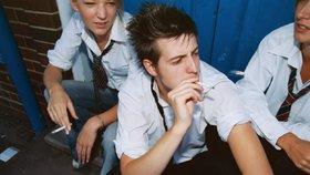 Francouzští studenti smí kouřit u školy, může za to strach z terorismu