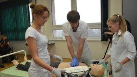 Čeští medici mají zaječí úmysly. Už na studiích plánují odchod do zahraničí