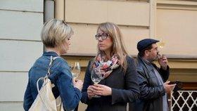 Radnice na Míráku nesouhlasí se zákazem pití alkoholu na ulici: Stačí kamery a strážníci, říká