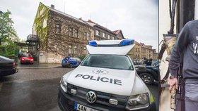 Kriminalisté zasahovali v Brandýse nad Labem: Muž (61) měl doma arzenál zbraní, včetně samopalu
