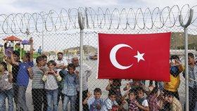 Turecko prý posílá do EU nemocné migranty. Vzdělané Syřany si nechává