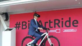 Umělecká cyklojízda v Praze. Speciální kolo nabízí projížďku Evropou