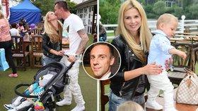 Romana Vojtka nahradil tenhle potetovaný chlap: Vozí jeho syna, líbá jeho manželku!
