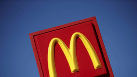 Konec brigádníků v McDonald's, firma je nahradí automaty. Snad nezapomenou na okurky
