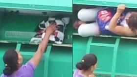 Slovenky vykrádaly kontejnery s oblečením pro charitu, nachytali je přímo při činu
