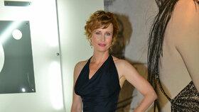 Schneiderová ve Varech, nebo Vanessa Paradis v Cannes? Kde to hvězdám slušelo víc?