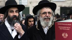 Britští židé chtějí německé pasy: Vyděsil je brexit a vlna xenofobie