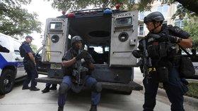 Zabiju všechny policajty v Dallasu, vyhrožuje anonym. Strážci zákona se pro jistotu zabarikádovali