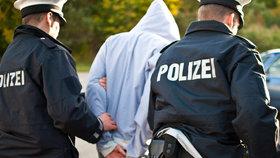 """Němci """"vypakovali"""" 10 možných teroristů. Báli se, že zaútočí"""