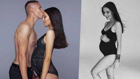 Miss Chlebovská se v 8. měsíci konečně zakulatila: Sexy foto v průsvitné košilce