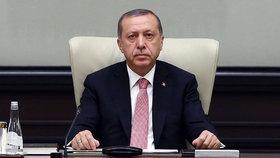 Turci soudí 30 lidí kvůli puči: Deset let hrozí novinářům i popové hvězdě