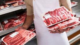 """Výrobci nesmí tajit původ masa. Víme, jak poznáte """"flákotu"""" plnou vody"""