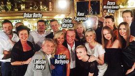 Unikátní foto z Margitovy oslavy: Celá rodina včetně Borhyové nebo dcery Michala Davida