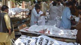 Pumový útok u nemocnice: V pákistánské Kvétě zemřelo nejméně 93 lidí