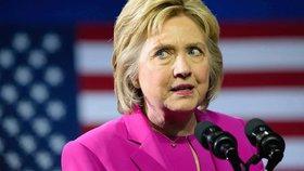 """Další skandál kolem Clintonové. """"Nevládka"""" viní soupeřku Trumpa z korupce"""