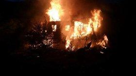Na severu Moravy hořely tři chaty, v jedné z nich byla mrtvola: Možná šlo o vraždu