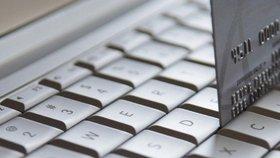 Češi v e-shopech utratili loni 100 miliard. Dopravci nestíhali Vánoce