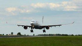 Nad Kladnem budou burácet letadla. Pražské letiště čistí hlavní ranvej