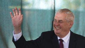 """Zeman přísahá: Prezidentská kampaň nebude. Hlasy prý naženou výsledky """"panování"""""""