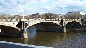 Kontroly v Praze po nehodě v Troji pokračují: Odborníci se o víkendu podívají na Hlávkův most