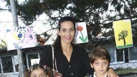 Rodinná pravidla Evy Decastelo: Děti chodí klečet do kouta!