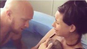 Jak vypadá porod do vody: Tohle jsou výhody a nevýhody!