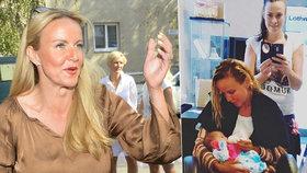 Vendula Pizingerová u kadeřnice: Při foukání vlasů krmí miminko!