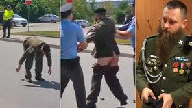 Veterán vystrčil holý zadek na konvoj NATO: Jen přestupek, rozhodl soud