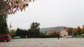 Parkoviště u Výpadové v Praze 16 projde rekonstrukcí. Dělníci přestaví také dětské hřiště