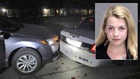 """Řidička bourala """"nahoře bez"""": Narazila do policejního auta"""