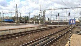 Dělníci málem přišli o život: Drama při rekonstrukci nádraží