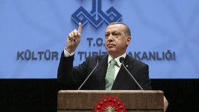 """Nizozemsko dostane lekci,"" hrozí Erdogan a mluví o nacismu"