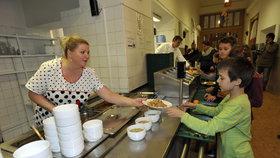 Obědové konto Prahy 7 je téměř vyčerpané: Radnice skrz něj platí dětem jídlo