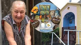 Paní Zdeňka se 15 let stará o kapličku. Když ji někdo vypálil, lidé se semkli