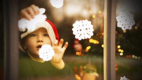 Vánoční výzdoba oken: Za pár korun si vykouzlíte adventní pohodu