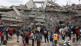 Na věřící se zřítil kostel. Při bohoslužbě zemřelo nejméně 160 lidí