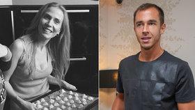 Opuštěná Ochotská u plotny: Peče cukroví, aby se mohla vrátit domů?!