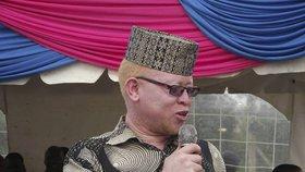 """""""Sex s albínem HIV neléčí."""" První keňský poslanec-albín potírá pověry"""