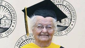 Žena, která získala vysokoškolský diplom v 95 letech, zemřela