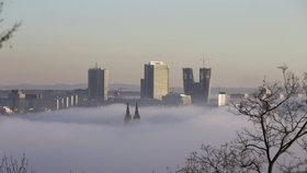 """Řidiče potrápí ranní mlha. Přes den se ale """"ohřejeme"""", bude 7 °C"""