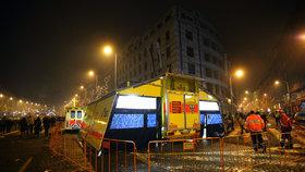 Pražští záchranáři na Silvestra ošetří přes 400 lidí: Hlavně zraněné opilce