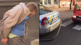 Policie chytala řidiče v kradeném autě. Zastavil ho až pás, vozy jsou poničené