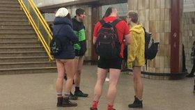 Metrem bez kalhot: Polonazí cestující zaskočili Pražany
