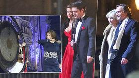 Drama na Plese v Opeře: Rvačka přímo na červeném koberci!