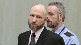 Fjotolf Hansen v Norsku zavraždil 77 lidí. Breivik si náhle změnil jméno