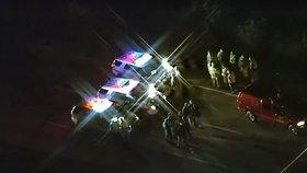 Po policistovi u nehody na dálnici stříleli. Zachránil ho jiný řidič se zbraní