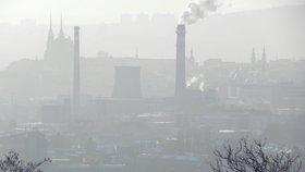 Smog opět dusí Česko. Nepotěší ani mrazivé počasí s občasným mrholením