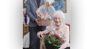 Květoslava oslavila 107 let. Celý život cvičila jógu, miluje knihy i křížovky