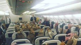 Saudský princ si vzal na palubu letadla 80 sokolů: Všem koupil letenky