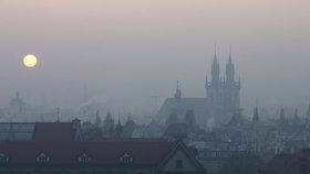 """Smogová situace v Praze: """"Zakažte jízdu autům se sudou či lichou SPZ,"""" říká studie"""